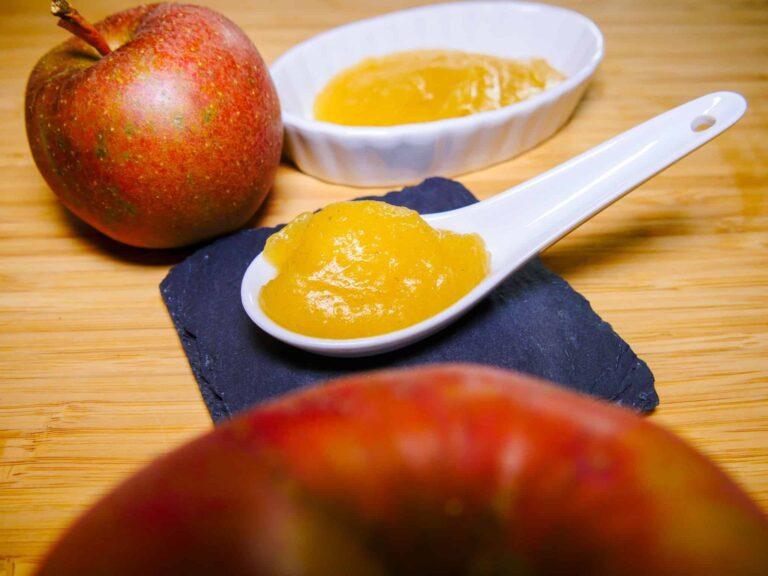 Apfelmus mit Zimt Weisswein und langem Pfeffer 1