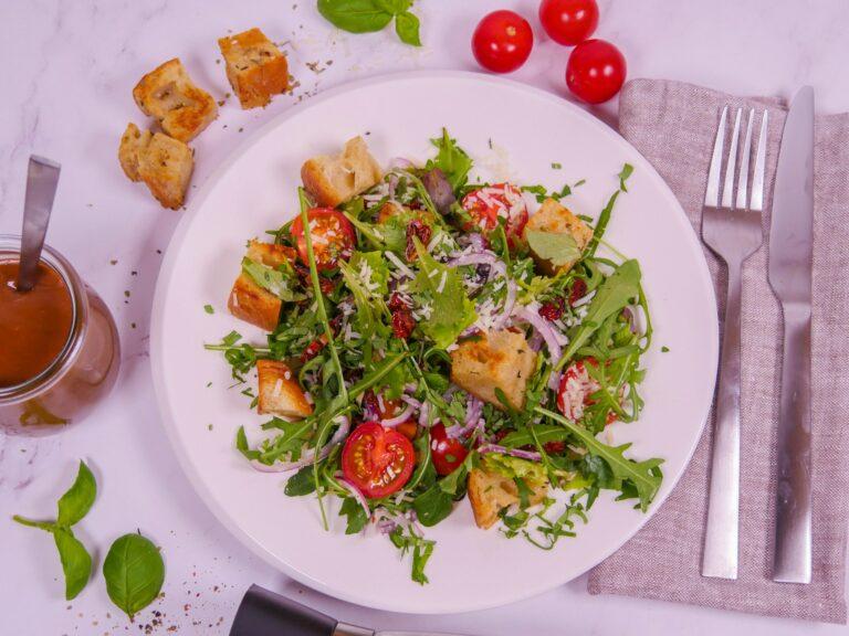 Brotsalat mit Tomaten und Knoblauch 1