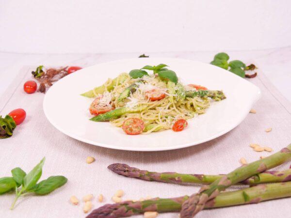Rezept fuer Pasta mit gruenem Spargel Pesto Spargel 1