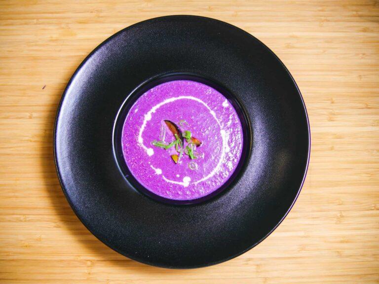 Rezept fuer eine Rotkohlsuppe mit karamellisierten Zwetschgen 1