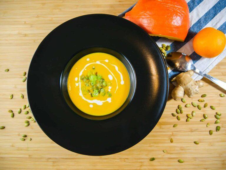 Rezept fuer eine leichte Kuerbissuppe mit geroesteten Kuerbiskernen 1