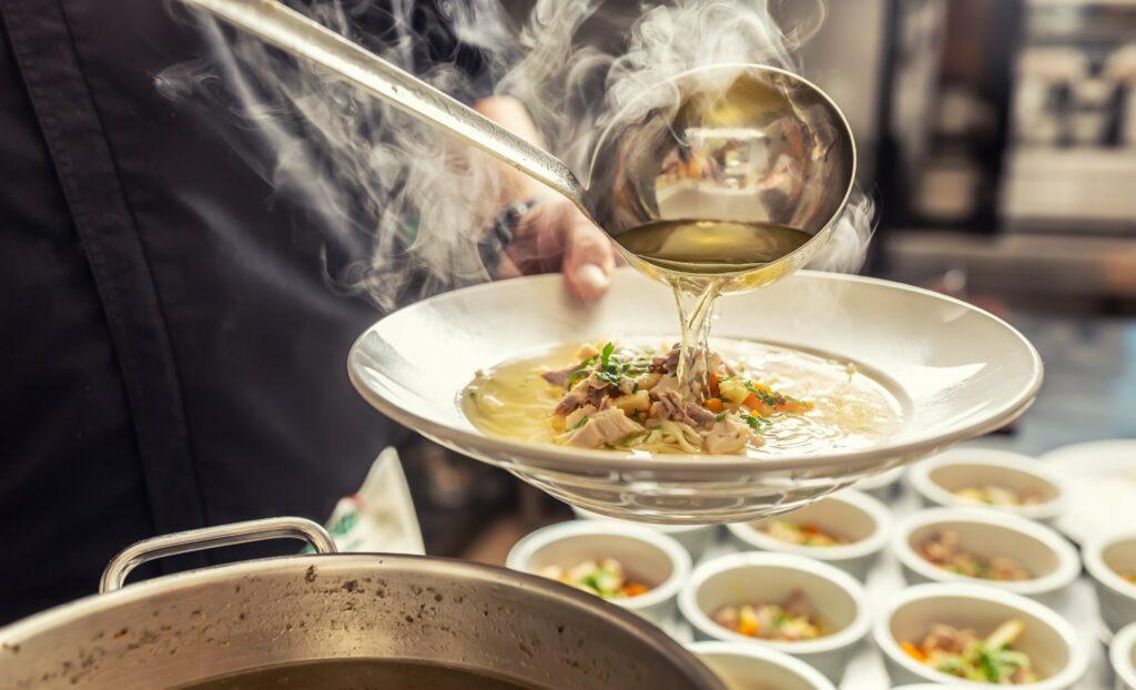 Bild von einer klaren Suppe