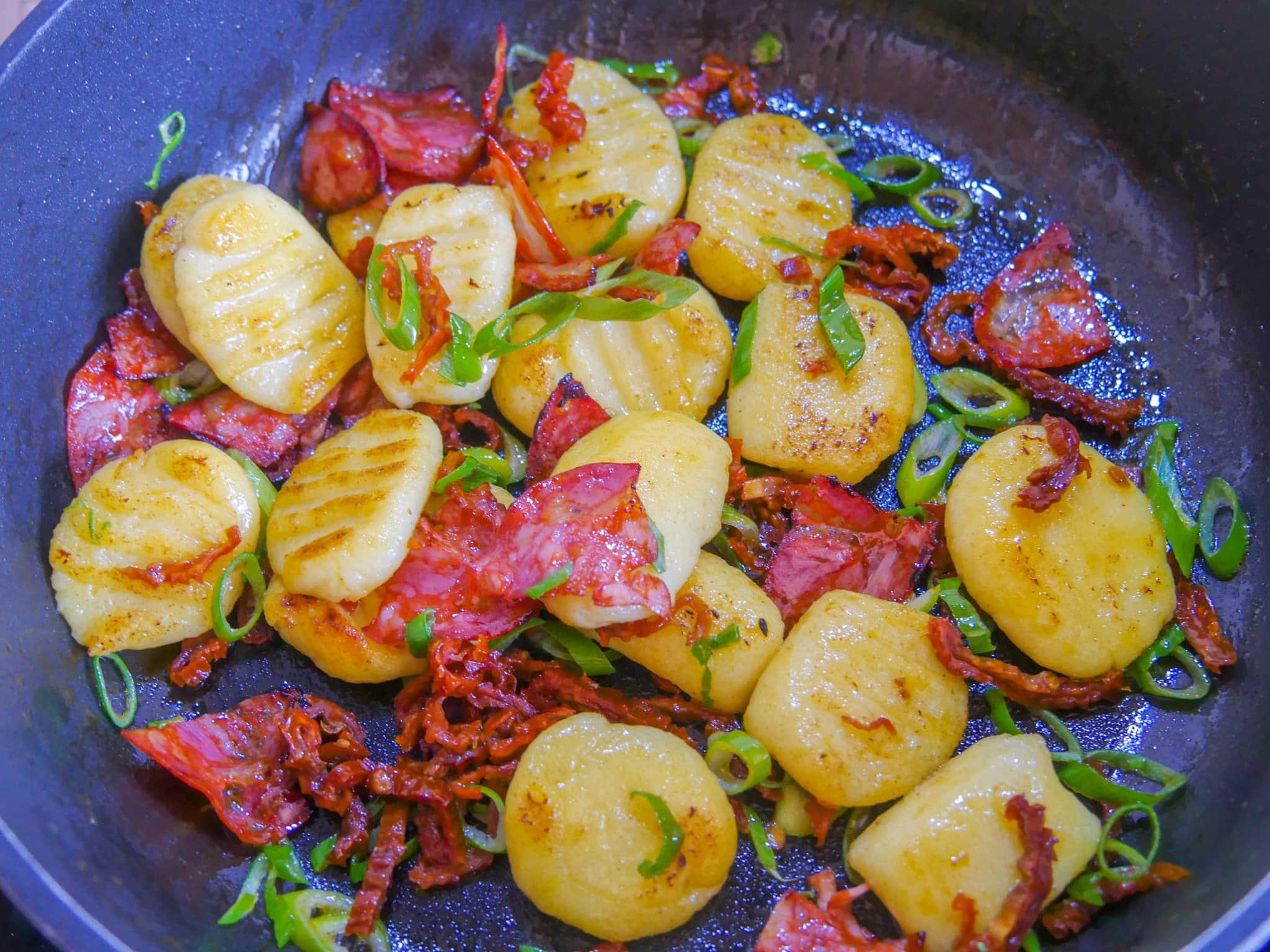Gnocchi Pfanne mit Chorizo und Tomaten