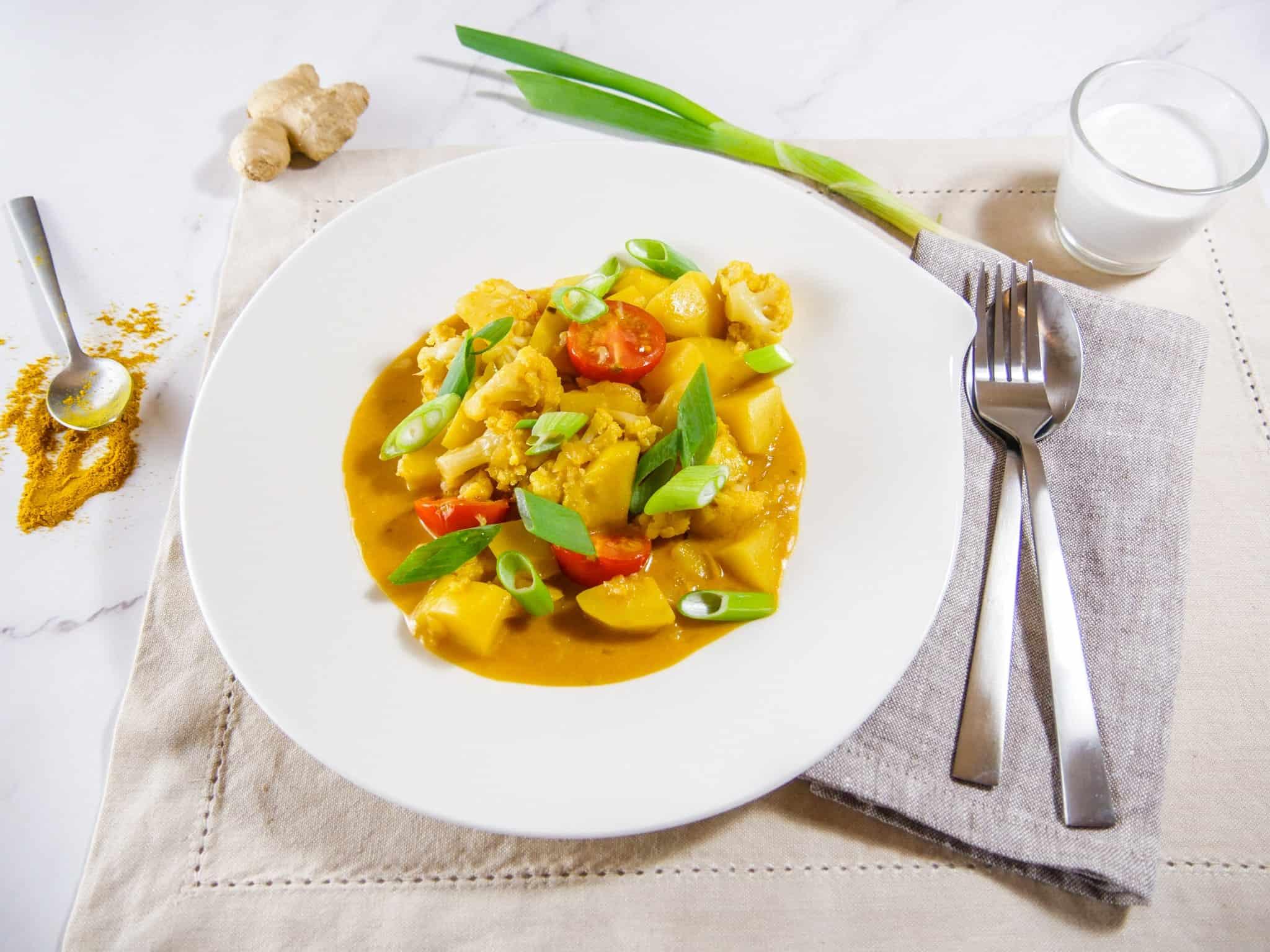 Kartoffelcurry mit Blumenkohl