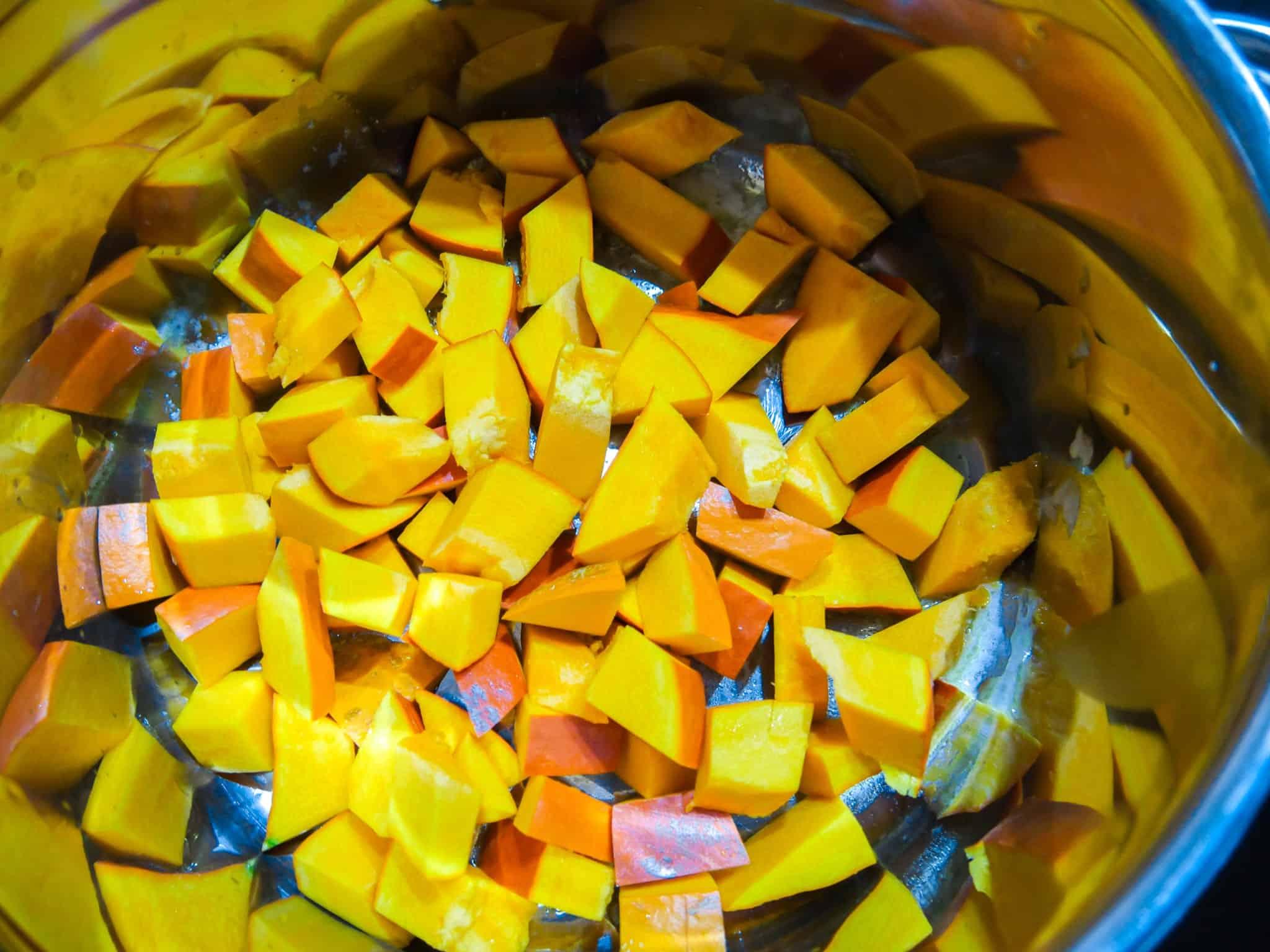 Kürbis in Butter anschwitzen