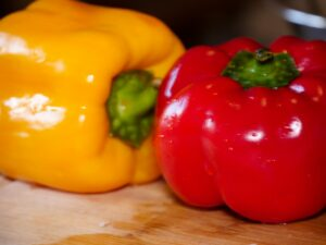 Paprika als Gemüse für die Gyrossuppe