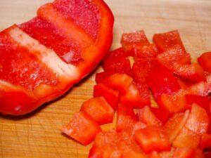 Paprika würfeln
