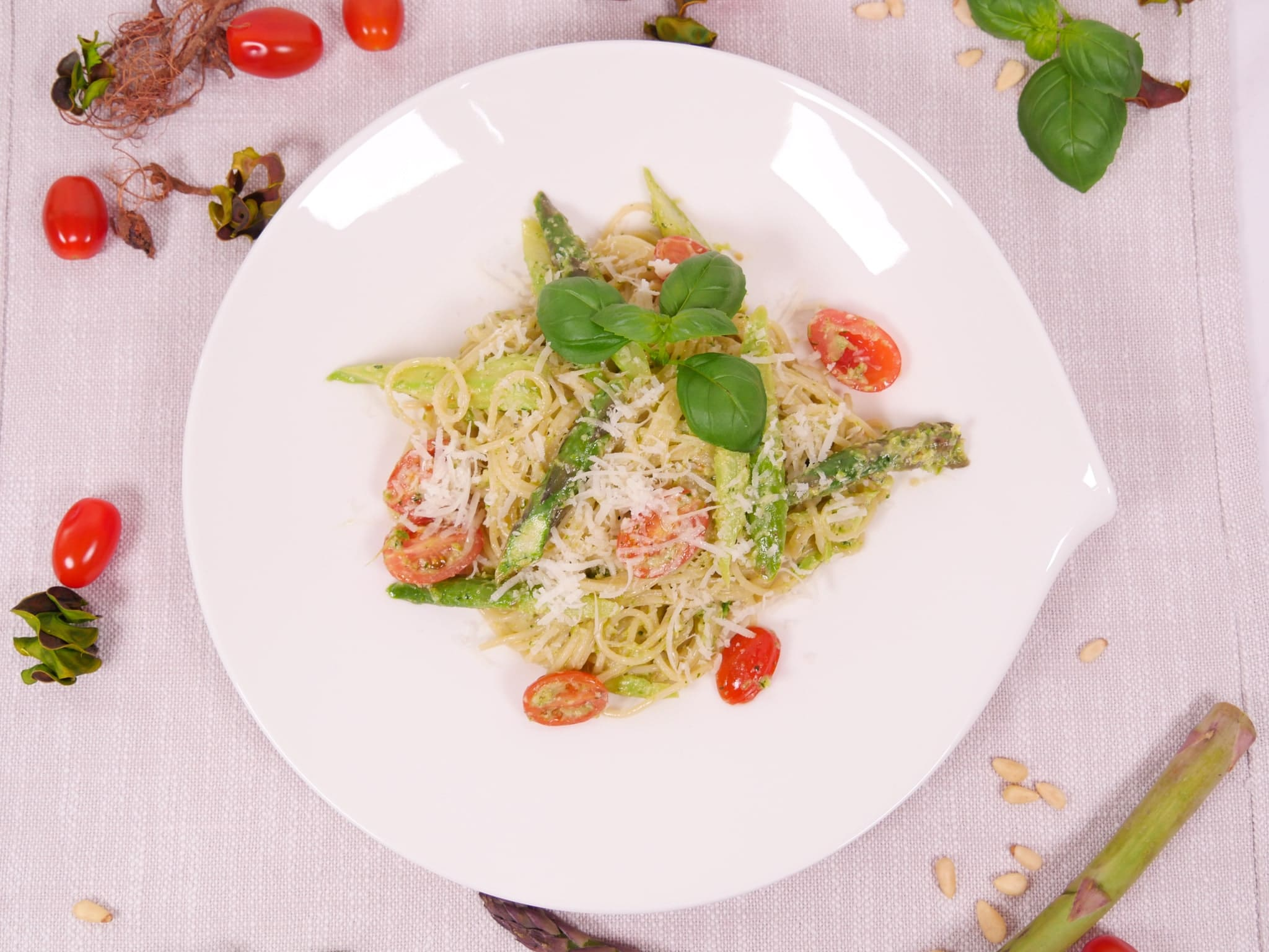 Pasta mit grünem Spargel Pesto & grünem Spargel