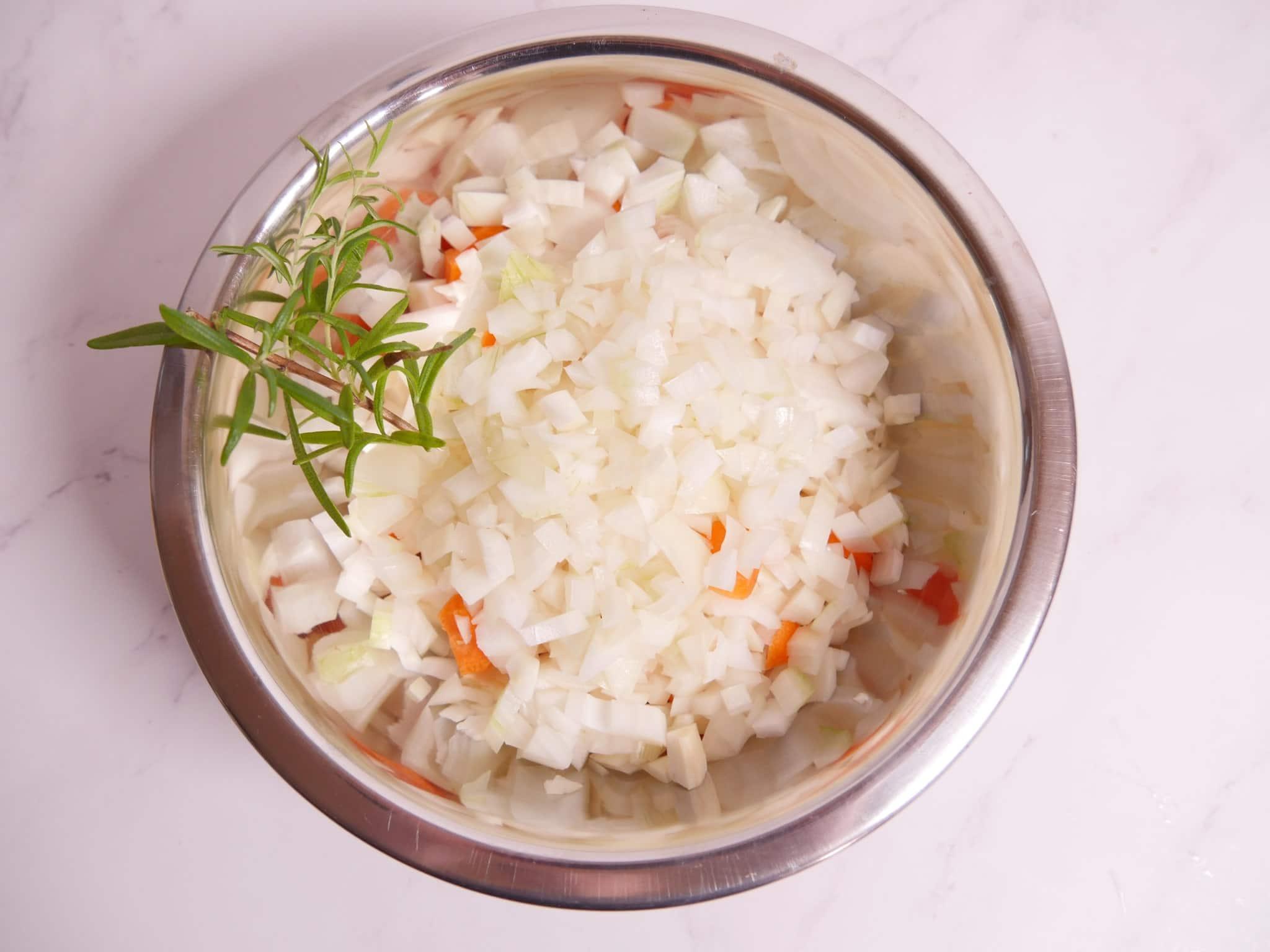 Suppengemüse für eine Kartoffelsuppe