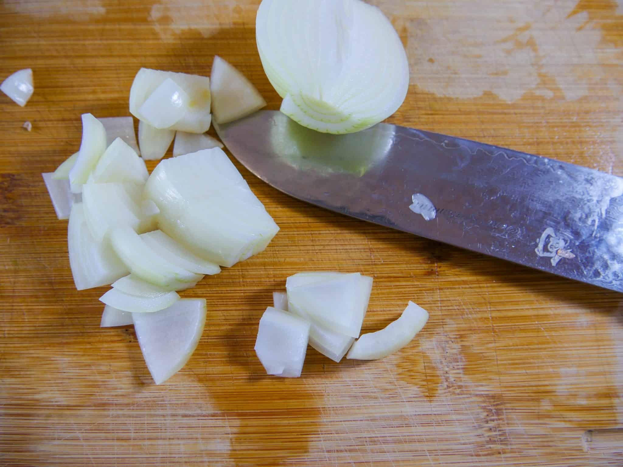 Zwiebeln für die Gemüsebrühe
