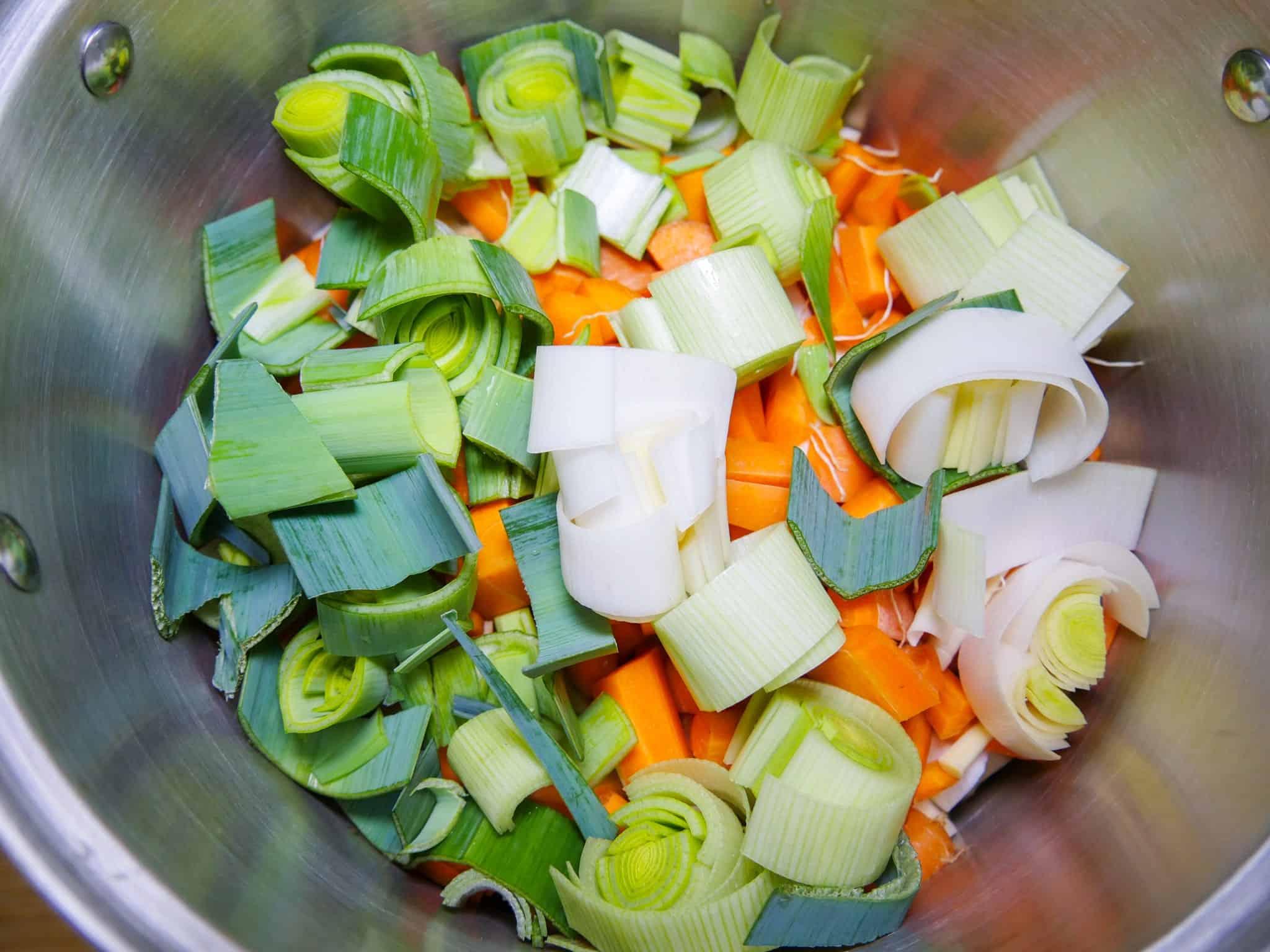 selbstgemachte Gemüsebrühe kochen